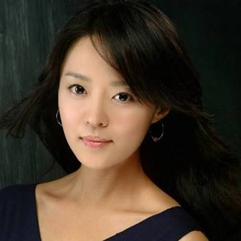 Foto Biodata Ahn Yeon Hong