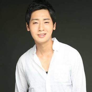 Foto Biodata Son Woo Hyuk