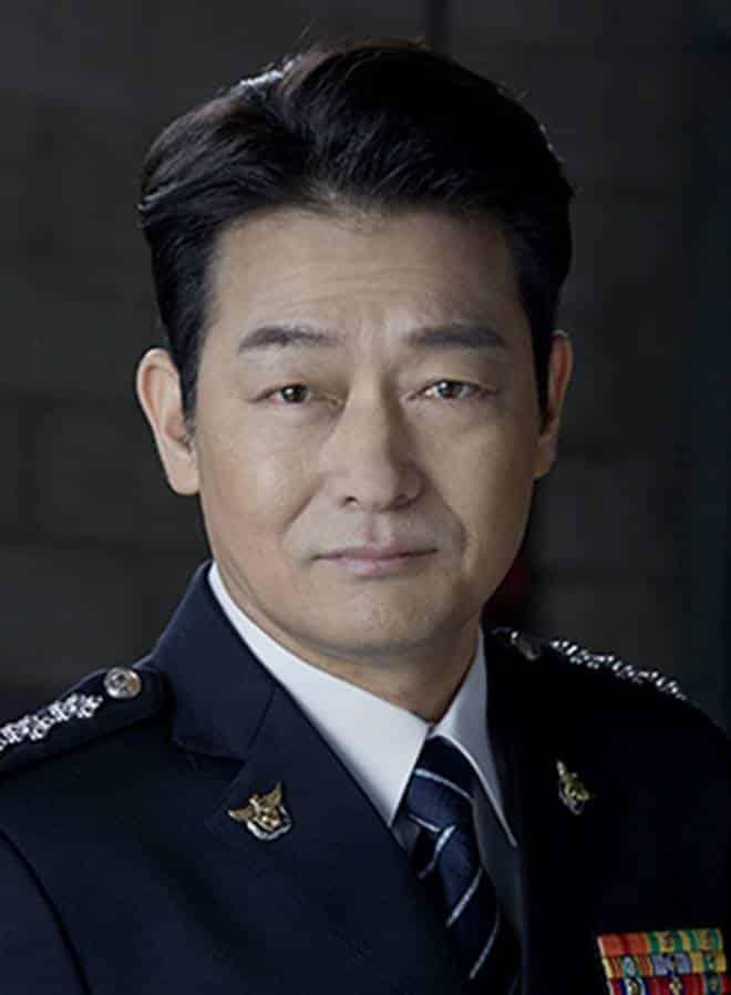 Pemain Memorist Drama Korea - Cho Seong-Ha sebagai pemeran Lee Shin-Woong