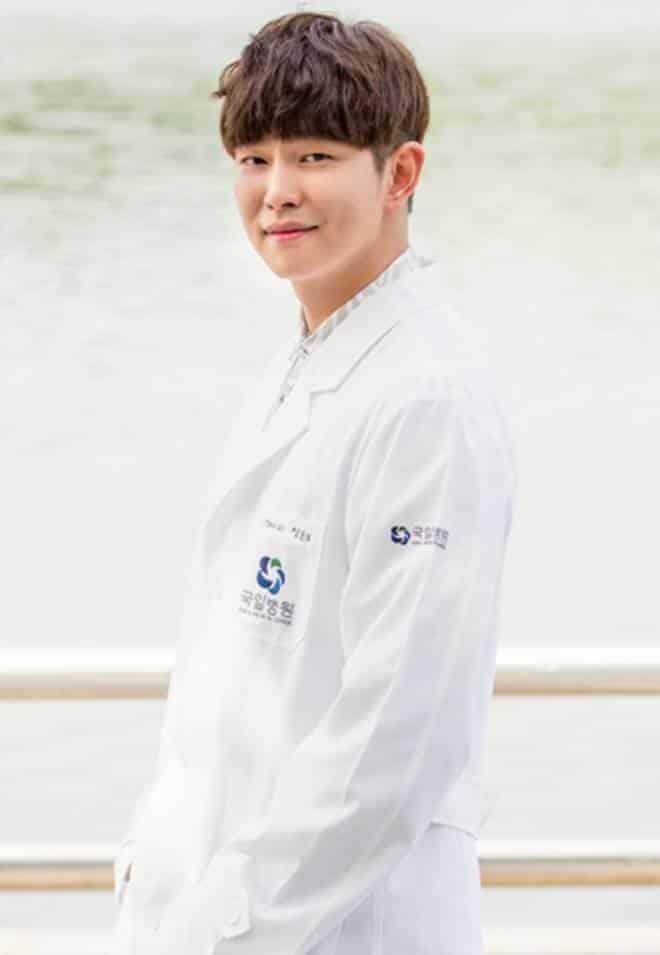 Pemain Drama Korea Doctors - Yoon Gyun-Sang pemeran Jung Yoon-Do