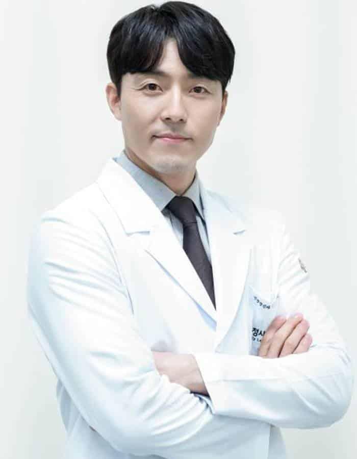 Pemain The World of the Married - Lee Moo-Saeng pemeran Kim Yoon-Ki