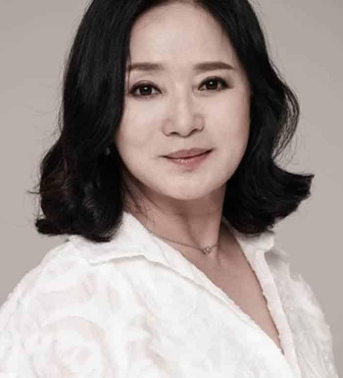 Pemain Yoobyeolna Chef Moon - Kwon Ki-Seon pemeran Jung Hye-Sook