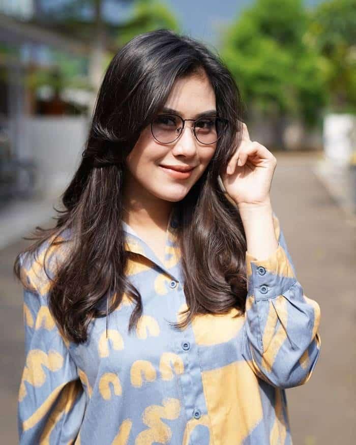 Pemain 7 Manusia Harimau - Syahnaz Sadiqah pemeran Karina