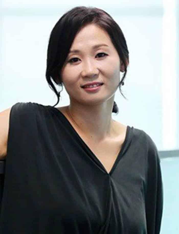 Pemain Kkondae Intern - Kim Sun-Young pemeran Koo Ja-Sook