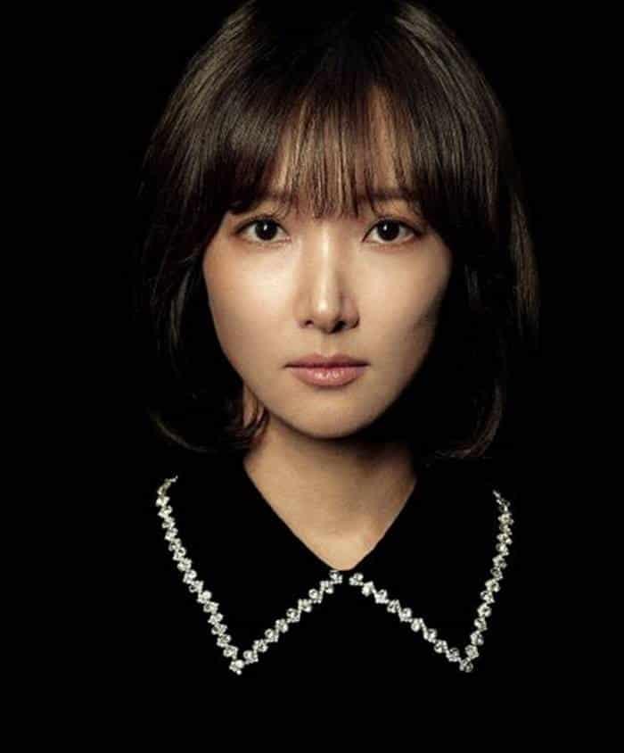 Pemain Drama Graceful Friends - Lee In-Hye sebagai Yoo Eun-Sil