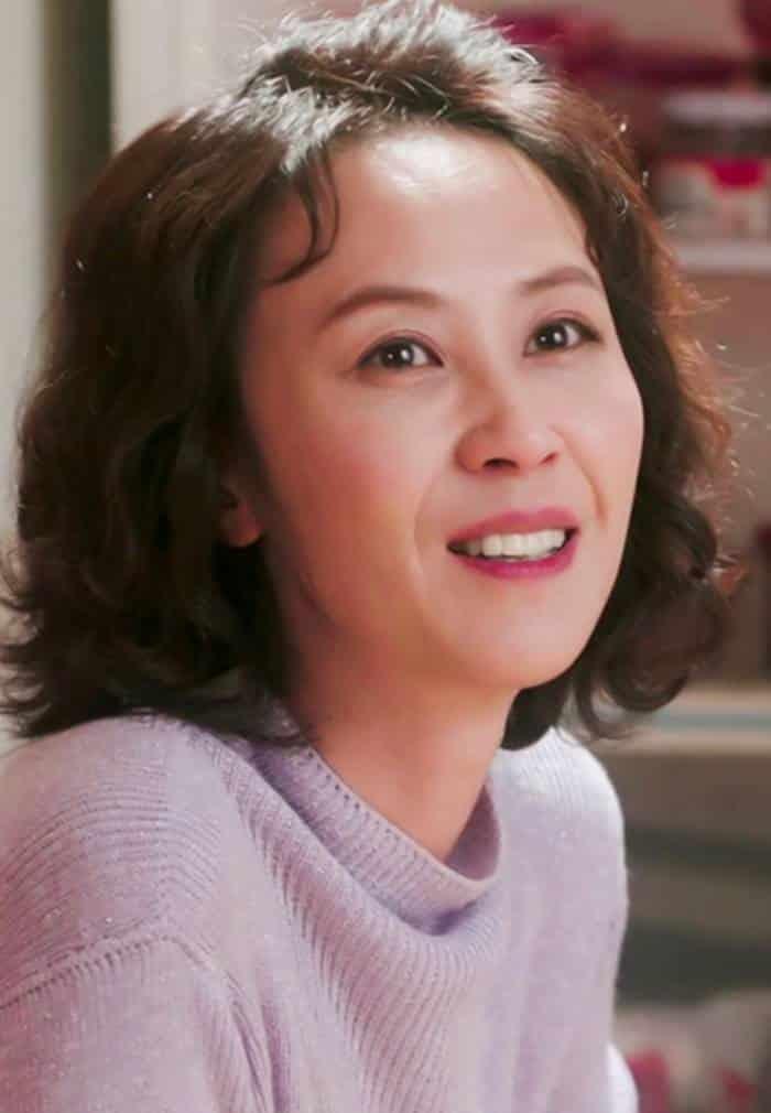 Pemain Drama Suspicious Partner - Yoon Bok-In sebagai Park Young-Soon