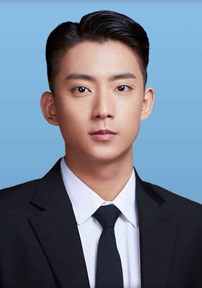 Pemain Lonely Enough to Love - Gong Chan sebagai Jung Hoon