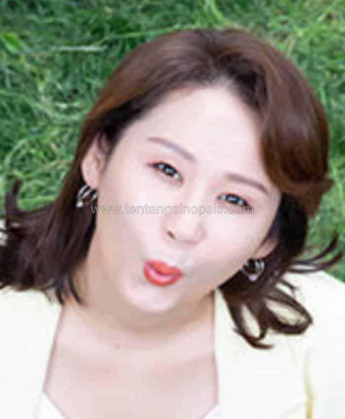 Pemain Homemade Love Story - Kim Sun-Young sebagai Lee Man-Jung
