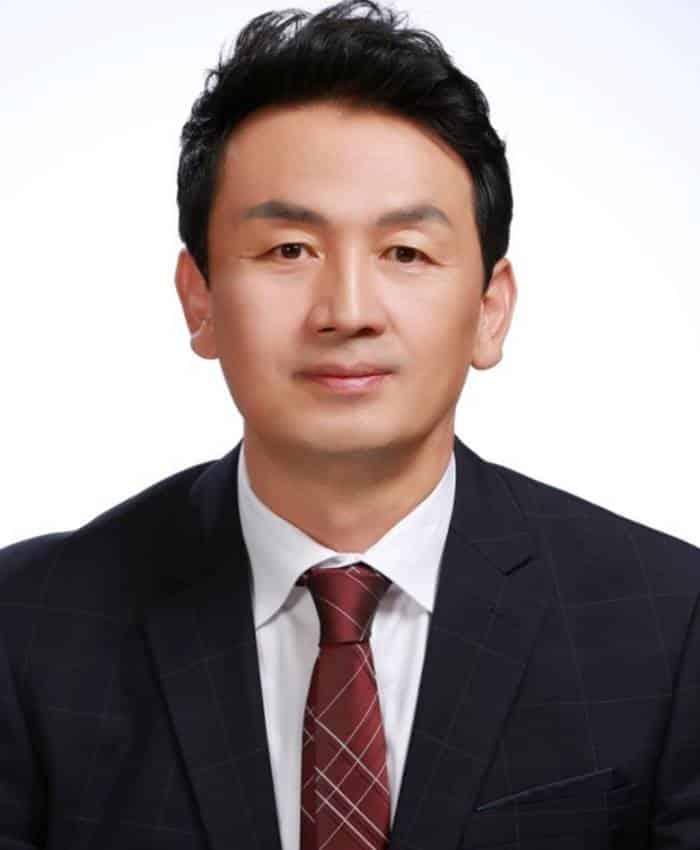Pemain W - Two Worlds - Cha Kwang-Soo sebagai Son Hyun-Suk