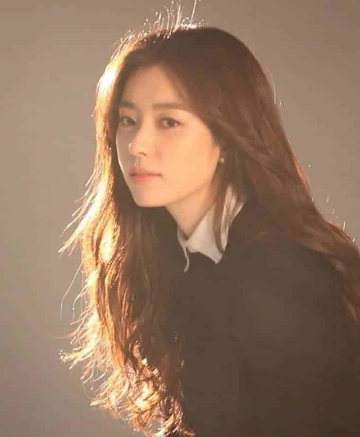 Pemain W - Two Worlds - Han Hyo-Joo sebagai Oh Yeon-Joo